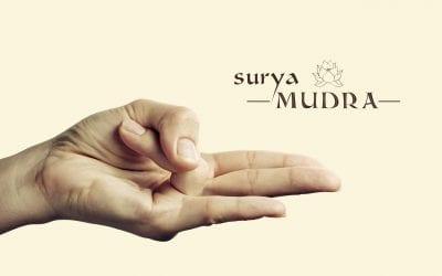 Sončna – Surya Mudra kot pomoč pri izgubi odvečne maščobe